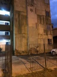 Apartamento  Próx  conjunto Beira mar 02 qts + dep. R$650
