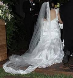 Vestido de noiva - acompanha véu e sapato n. 37