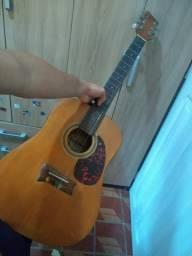 Troco esse violão por algo de meu interesse.