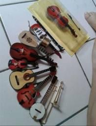 Coleção Com 11 Miniaturas de Instrumentos Musicais