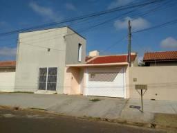 Casa com Salão Comercial - Aluguel