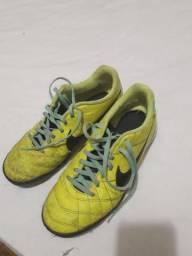 Chuteira society Nike tiempo tamanho 39 semi nova 7f76736088bb4