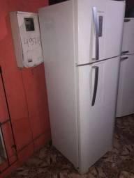 Vendo linda geladeira duas tampas