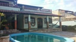 Casa linear com fino acabamento no centro de Santa Cruz