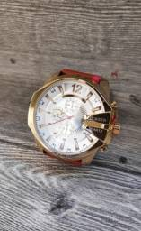 Dia dos namorados está chegando! Relógio importado novo e com garantia!