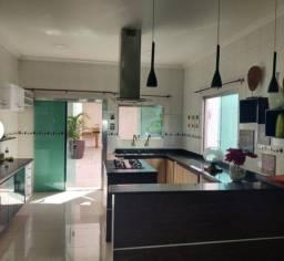 Bela casa com 4 suites (Cond. Forest Hill) COM 300M²