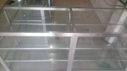 Balcões expositores de alumínio