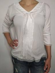 Camisa branca com babado