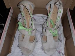 Sandalia de salto alto