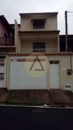 Atlântica Imóveis oferece excelente Tríplex com 03 quartos no Jardim Vitoria/Macaé-Rj