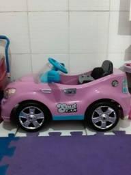 Carro infantil de controle remoto,  semi novo pouco utilizado