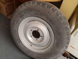 Roda com pneu rural