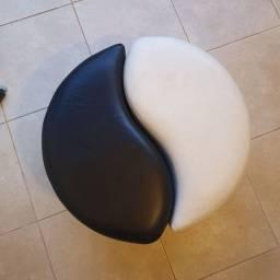 2 Puffs de rodinha formato yin-yang