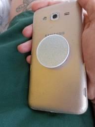 Samsung j3 8 gb de memória.