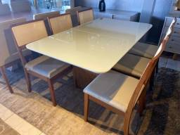 Mesa de jantar madeira e acabamento laka