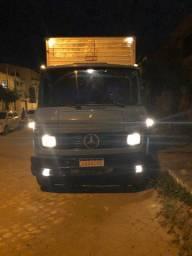 Caminhão Baú subindo vazio