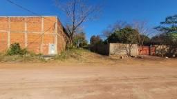 Vende-se este Terreno de 9,90 de frente por 72,60 de fundo no centro da Nova Corumbá...