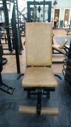 Máquinas de musculação de acadêmia