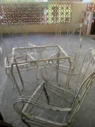 Mesa com cadeira de ferro antiga