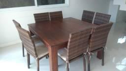 Mesa madeira e 8 cadeiras de fibra sintética