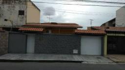 Casa Plana no melhor do bairro Montese