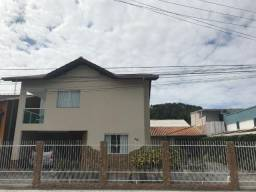 Linda casa no bairro Tabuleiro com amplo terreno