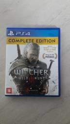 Jogo The Witcher 3 Edição completa (inclui hearts of stone, blood and wine) PS4