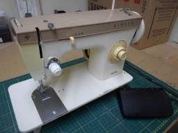 Máquina de costura Singer 241