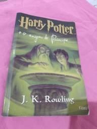 Vendo esse livro da saga Harry Potter e o enigma do príncipe