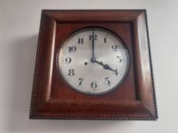 Relógio de corda antigo