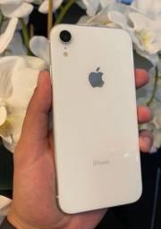 iPhone XR branco 128gb parcela no cartão!