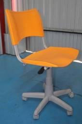 Bota Fora-Cadeira de Escritório c/ Rodinhas / em Plástico Laranja