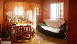 Casa com 1 dormitório à venda.