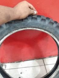 Vendo pneu de trilha pirreli