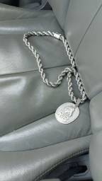 Cordão de prata mas pingente