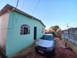 Casa em lote de 360mts 2 quartos Bairro Planalto - Mateus Leme - Minas Gerais