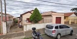 Alugo casa de madeira no centro R$750,00