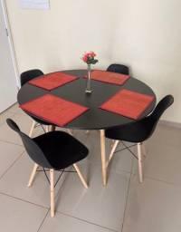 Jogo de mesa mais 4 cadeiras