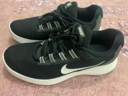 Tênis Nike preto 38