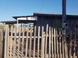Terreno com casa de madeira, excelente oportunidade de investimento