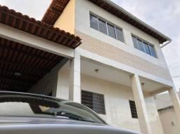 Título do anúncio: Casa nos Bancários com 4 contratos e varanda. Pronto para morar!!!