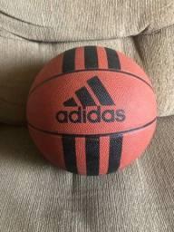 Bola de basquete Adidas semi nova