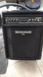 Amplificador de contra baixo Behringer bxl900
