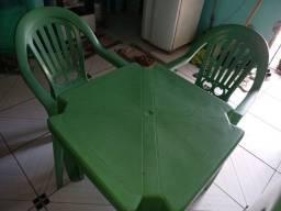 Mesa e 2 cadeiras 200