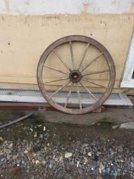 Vendo roda de carroça