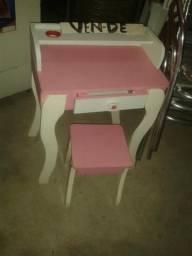 Vendo uma penteadeira rosa bem conservado por 180