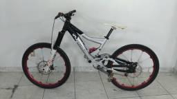 Bicicleta enduro downhill bike