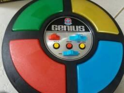 Jogo Genius em excelente estado de conservação. Pouco uso! na caixa