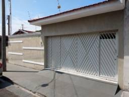 Casa com terreno de 250 m² e 149m² de área construída, ao lado do SESI