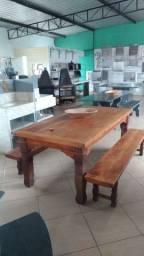 Mesa com 2 bancos em Peroba Rosa de demolição